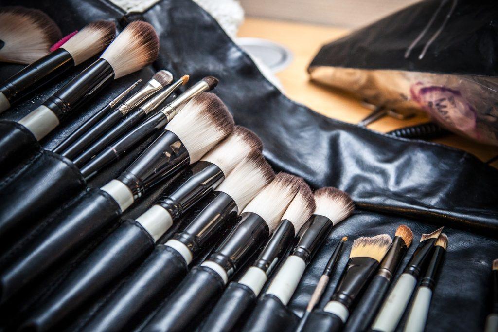 Gehört in jede Krankenhaustasche - ein paar Make-up-Pinselchen